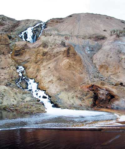 The waterfall formerly visible on the southeast rim of the Pit, seen here in 2004, created by returning Pit water that has gone through Montana Resources copper precipitation plant. Photo by Josh Peck.